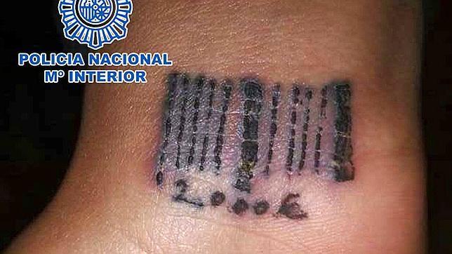 El clan tatuaba códigos de barras con la deuda si intentaban fugarse