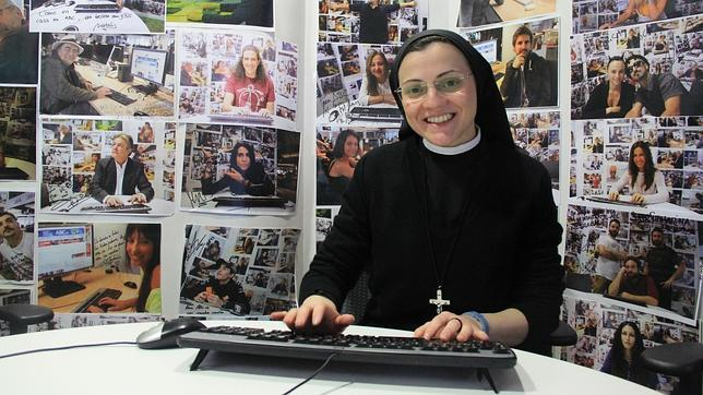 Sor Cristina en un momento del chat en ABC.es