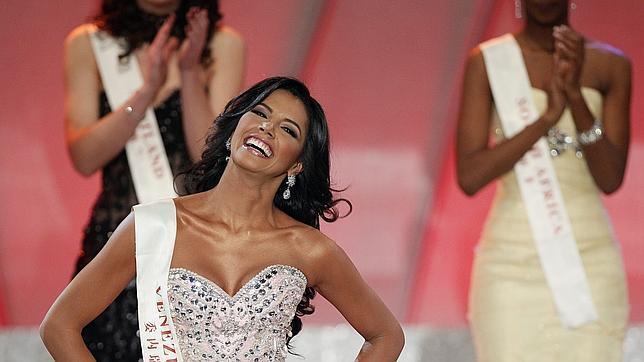 La miss Venezuela Ivian Sarcos, durante un desfile de la ceremonia de Miss Mundo