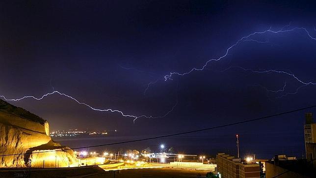 Decenas de rayos caen sobre la costa de Alicante (mayo de 2009)