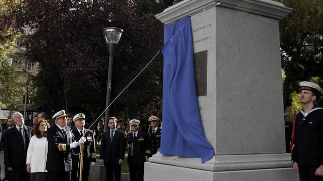 Don Juan Carlos preside la inauguración del monumento