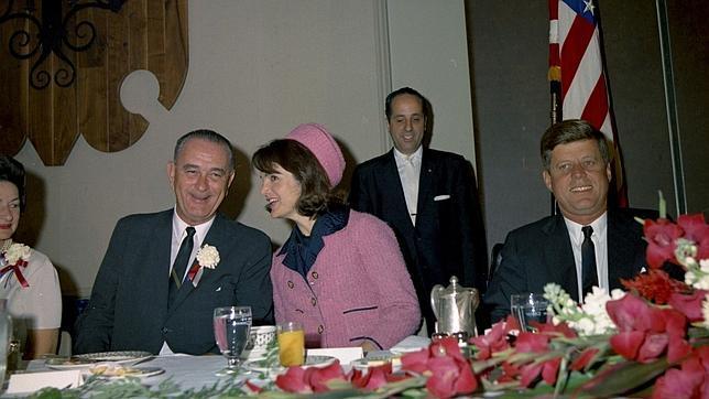 John F. Kennedy pocas horas antes de morir, en compañía de su mujer, Jackie. Tomó huevos pasados por agua, bacon, queso, mermelada de frambuesa, zumo de naranja y café