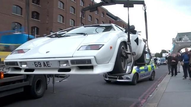 La grúa se lleva un Lamborghini de 315.000 euros abandonado en Londres