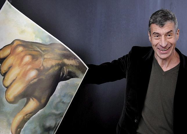 Maurizio Cattelan con su obra «Bregenz»