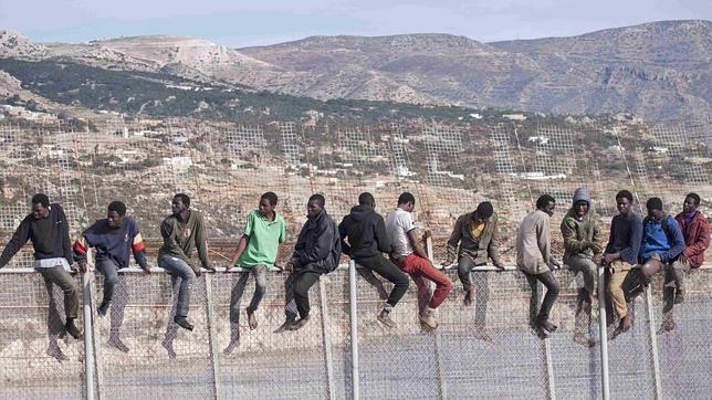 Las entradas ilegales a Ceuta y Melilla crecen un 74 por ciento este año