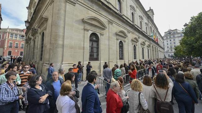 Diez mil personas han visitado la capilla ardiente de Doña Cayetana en tres horas