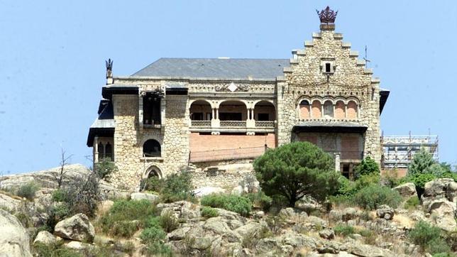El canto del pico el palacio fantasma que domina la carretera de la coru a - La casa del libro torrelodones ...