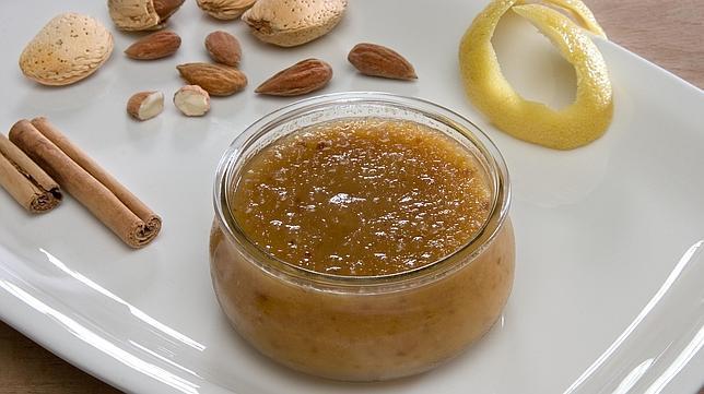 Las almendras y el limón son dos de los ingredientes del bienmesabe
