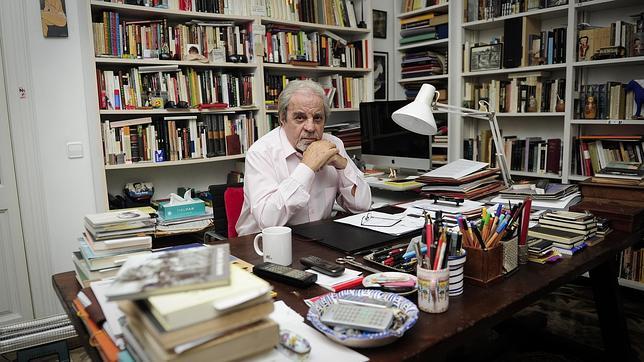 Juan Marsé, durante la entrevista en su casa