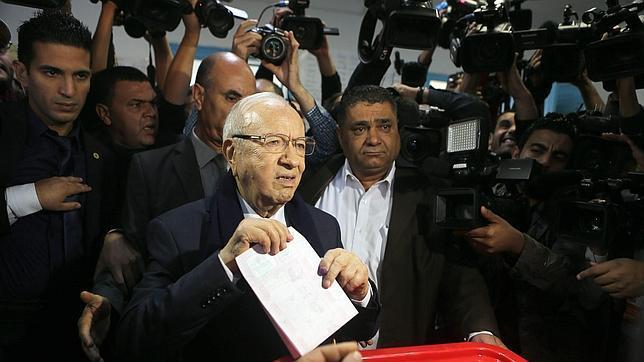 Túnez refuerza su proceso de democratización con las presidenciales de este domingo