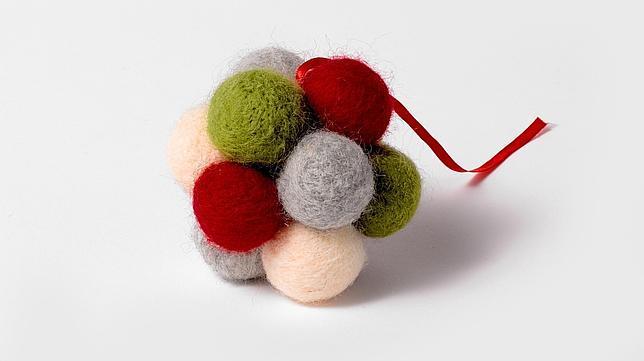 colgante con bolas multicolor diez adornos navideos para esta navidad