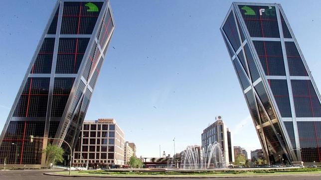 Los edificios m s raros de madrid - Torres kio arquitecto ...