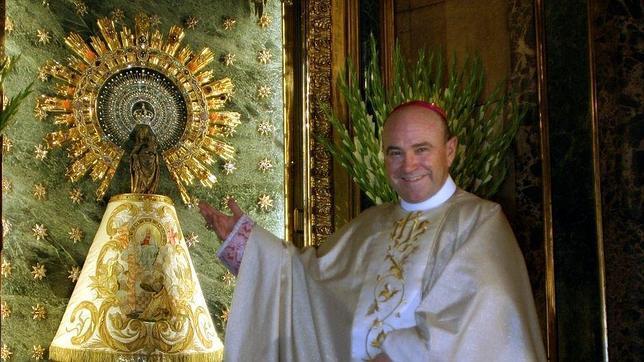Manuel Ureña, el día de su toma de posesión como arzobispo de Zaragoza, en 2005