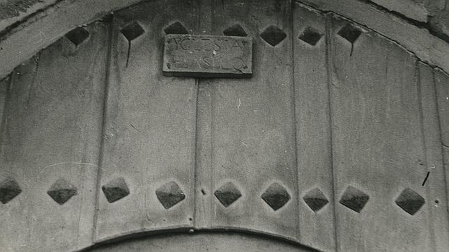 Tablilla en la iglesia de San Lorenzo de Villadiego que indica que era un lugar de asilo