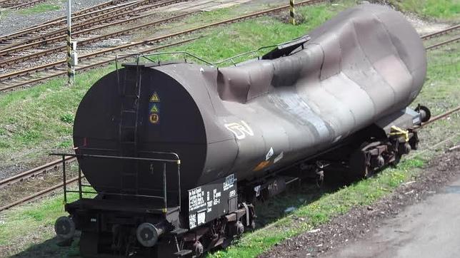 El espectacular fenómeno físico que aplasta vagones de tren en Siberia
