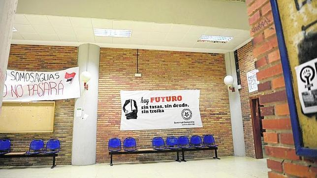 La Casta De Podemos Se Camufla En La Facultad De Ciencias Politicas