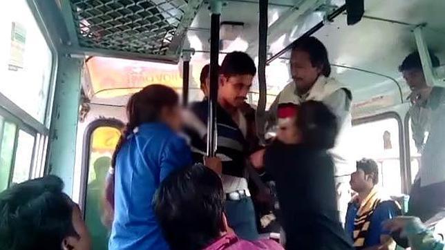Acosada sexualmente en el bus