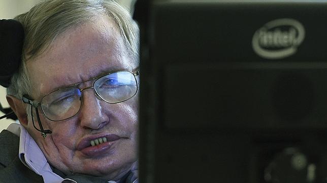 Stephen Hawking con el nuevo equipo de Intel