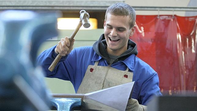 Primer año en el que Aragón ha logrado crear empleo desde 2007