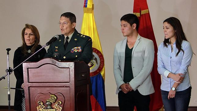 El general colombiano liberado por las FARC pide la baja del Ejército colombiano
