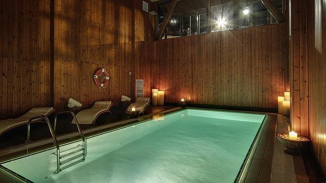 Veinte hoteles con encanto para un fin de semana especial for Piscina climatizada teruel