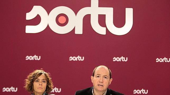 Sortu prepara un golpe de timón para controlar a los presos de ETA