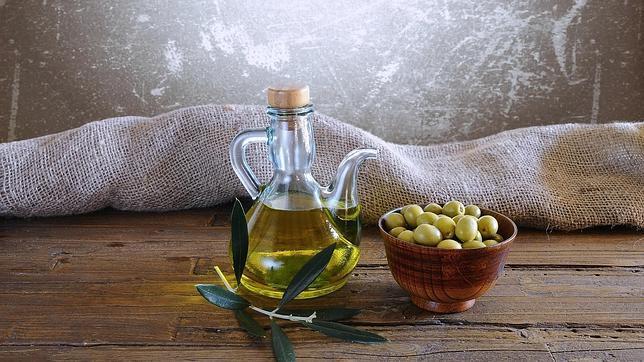 El aceite de oliva virgen es un componente básico de la dieta mediterránea