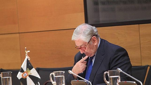 Ignacio González destituye al consejero de Sanidad por sus ... - ABC.es