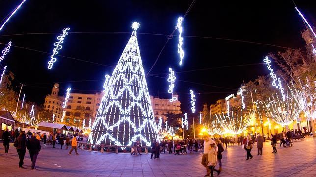 La plaza del ayuntamiento de valencia inaugura las luces - Iluminacion en valencia ...