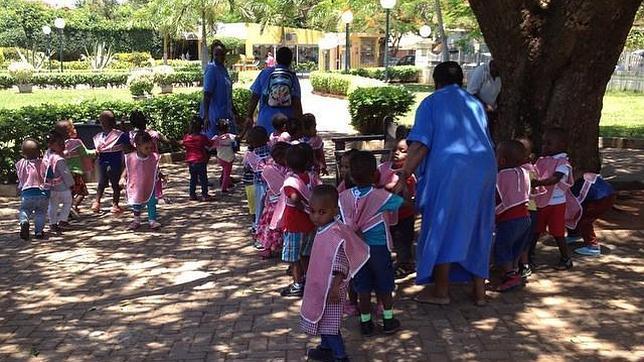 De paseo con el jardín de infancia en el Jardim dos Namorados