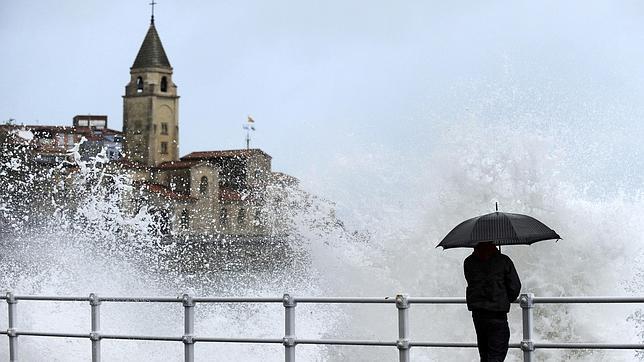 La anciana era de Gijón. En la imagen, la playa de San Lorenzo de la ciudad asturiana