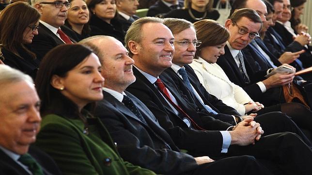 Imagen del presidente de la Generalitat junto a otras autoridades en la presentación de la Agenda Digital