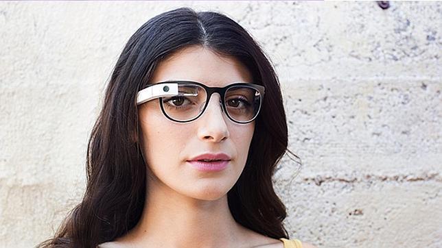 ae5acb469d Tecnología En la imagen, un prototipo de Google Glass con marcos de  Luxottica