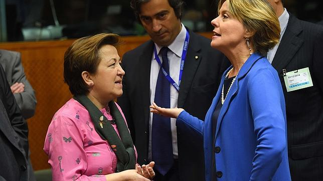 Pilar Farjas (a la izquierda) junto con la ministra italiana de Sanidad el lunes pasado, donde actuó como ministra