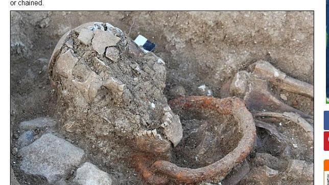 Desentierran los esqueletos de cinco esclavos y gladiadores romanos aún con los grilletes puestos