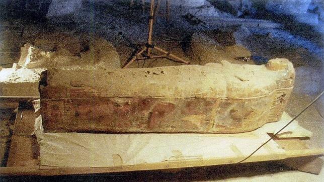 Arqueólogos españoles hallan en Egipto el sarcófago y momia de la cantora de Amón