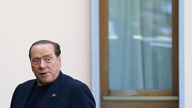 Berlusconi promete recuperar la lira y dentaduras gratis para los jubilados
