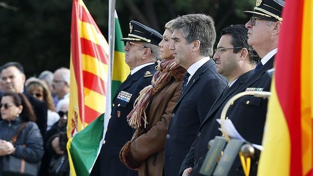 Sabadell homenajea a las víctimas del peor atentado sufrido por la Policía Nacional en su historia
