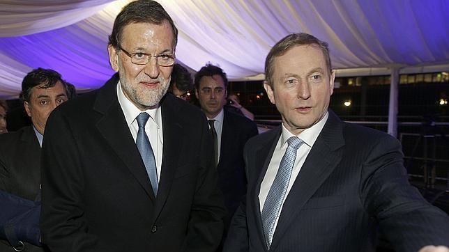 Enda Kenny, primer ministro irlandés, gana una moción de confianza en medio de una caída de sus apoyos