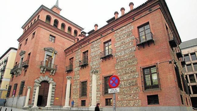 La Casa de las Siete Chimeneas, la leyenda del palacio maldito de ... - ABC.es