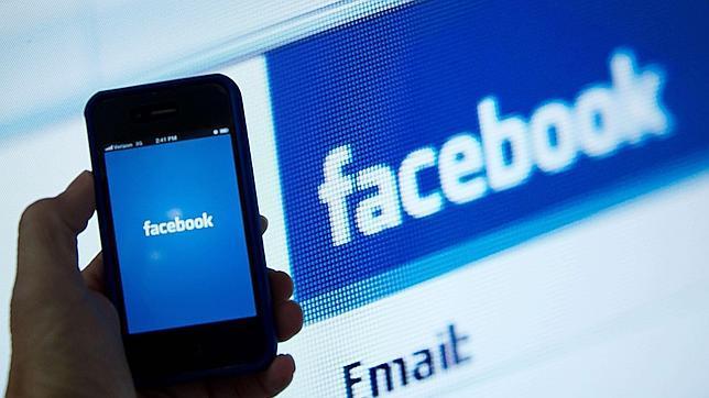 Aplicación de Facebook en un móvil