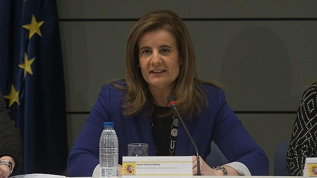 La ministra de empleo Fatima Bañez se reune con los consejeros de Empleo de las Comunidades Autonomas para abordar el Programa Extraodinario de Activacion para el empleo