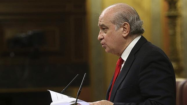 Fernández Díaz pide a los críticos con las devoluciones en caliente que acojan a los inmigrantes: «Y si no, que se callen»