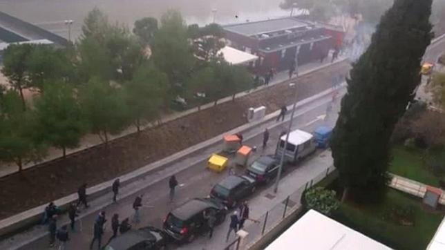 Imágenes de la brutal reyerta entre ultras del Frente Atlético y de Riazor Blues