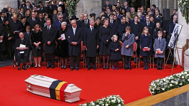 La Salve rociera para despedir a la Reina Fabiola, en un multitudinario funeral