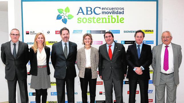 De izquierda a derecha, Fernando Rodríguez Lafuente, Guillermina Yanguas, Bieito Rubido, Isabel García Tejerina, Carlos Negreira, Javier Rubio, José Manuel López