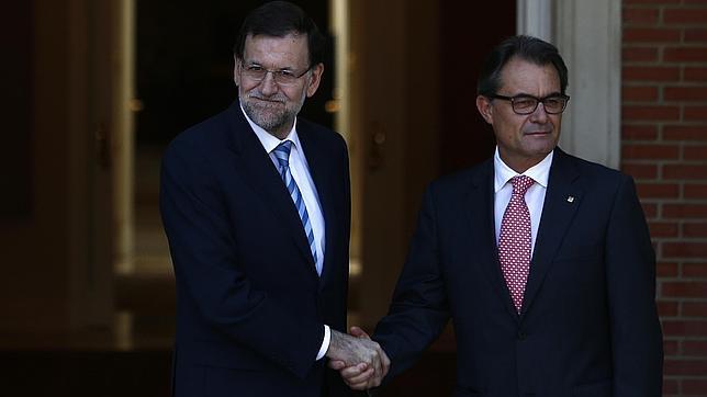 Los sueldos del Gobierno de Mas cuestan 435.605 euros más que el Ejecutivo de Rajoy