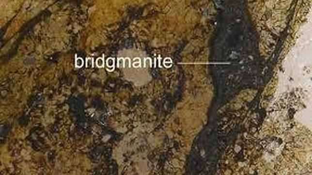 La Bridgmanita recibe su nombre en honor de su descubridor, el físico Percy Bridgman, Nobel en 1964