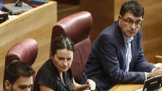 Imagen de archivo de Oltra y Morera en sus escaños de las Cortes Valencianas