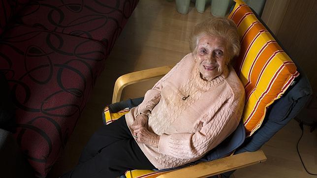 Clotilde Rivera en su sillón habitual